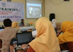 "In House Training "" Penyusunan Naskah & Aplikasi E- Modul)"