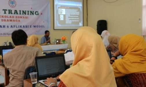 "In House Training "" Penyusunan Naskah & Aplikasi E- Modul)"